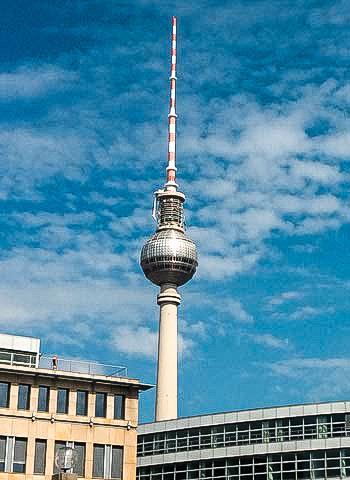 Begutachtung von Berliner Fernsehturm durch Industriekletterer
