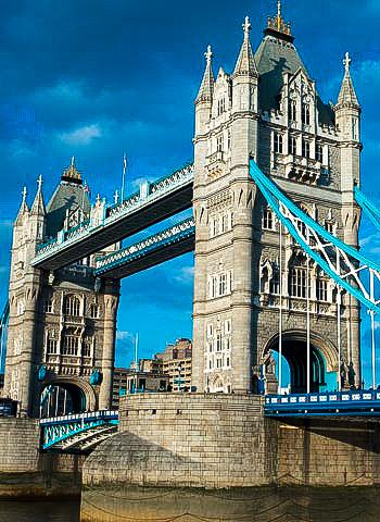 Begutachtung der Tower Bridge durch Industriekletterer