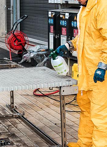 Reinigung von Gitterrosten durch die IBE Industrieservice GmbH
