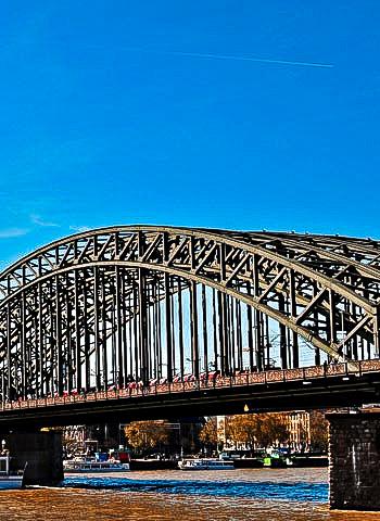 Köln - Begutachtung einer Brücke durch Industriekletterer
