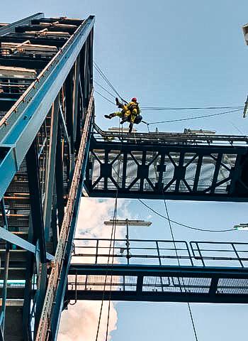 Stuttgart - Höhenrettung in einer Industrieanlage