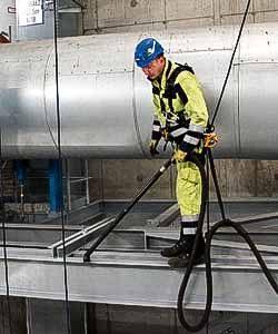 Kesselhausreinigung durch Industriekletterer der IBE Industrieservice GmbH
